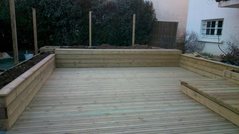 Terasse_creation_jardinieres_et_plattelage_creation_plateau